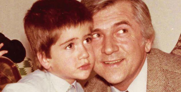 """Κώστας Μπακογιάννης: Η συγκινητική ανάρτηση για τον πατέρα του και το  τραγούδι """"Κοίτα μπαμπά"""""""