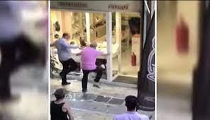 Ζακ Κωστόπουλος- επίθεση