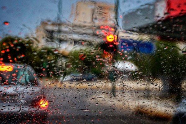 Καιρός: Έντονη κακοκαιρία - Πτώση της θερμοκρασίας και βροχές